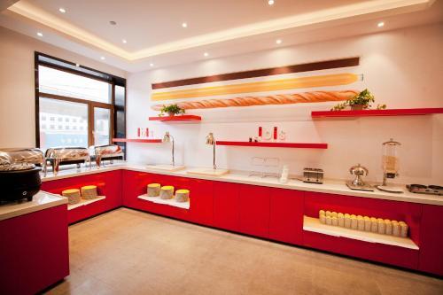 A kitchen or kitchenette at ibis Harbin Hongqi Street Hotel