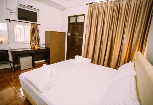 A bed or beds in a room at Green Box Capsule Hostel & Hotel