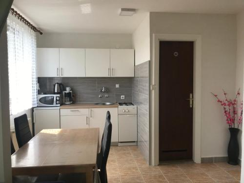 A kitchen or kitchenette at Guest House Aurora