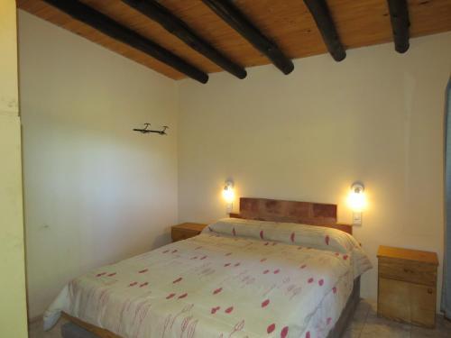 A bed or beds in a room at Departamento para dos personas en Potrerillos