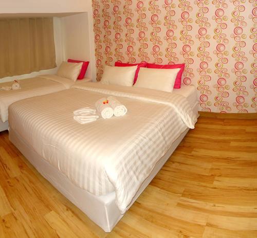 Giường trong phòng chung tại Nantra Silom