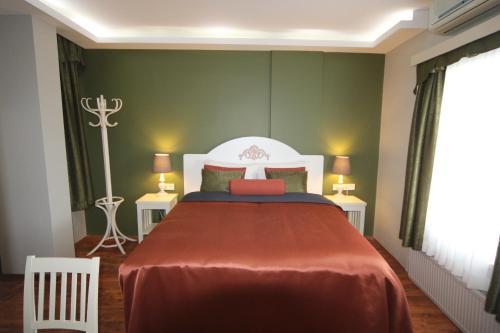 Кровать или кровати в номере Away Hotel
