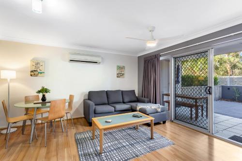 A seating area at Shoal Bay Beach Apartments, 6/2 Shoal Bay Road