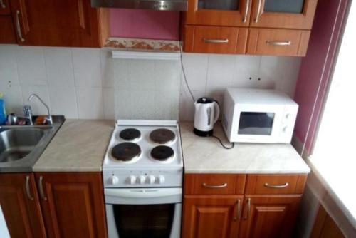 Кухня или мини-кухня в Apartment on Leninskiy 27