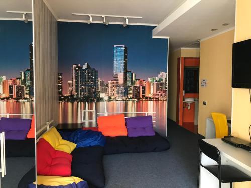 ZigZag Hostel tesisinde bir oturma alanı