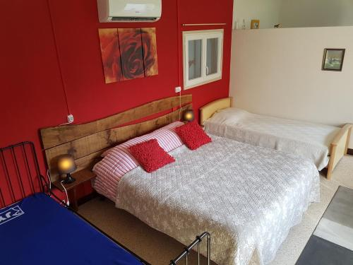 A bed or beds in a room at Domaine Levignot Braize