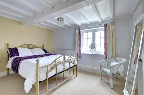 A bed or beds in a room at Coedpoeth