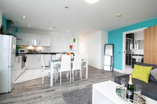 Central Penthouse Apartment - Parking & Wifi
