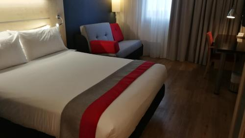 A bed or beds in a room at Holiday Inn Express Málaga Airport