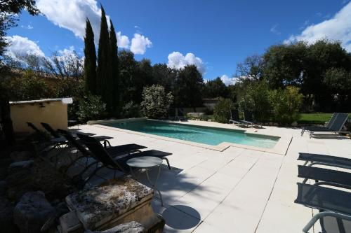 The swimming pool at or close to Le mas Sainte Marie