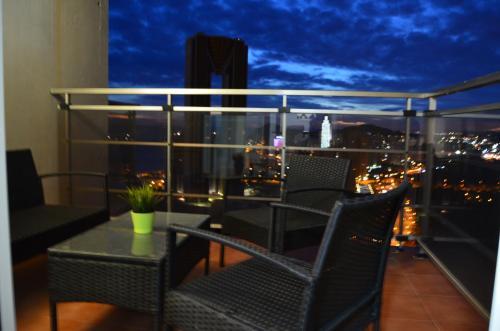 Un balcón o terraza de Apartamentos Benidorm ( Recommended for Families)