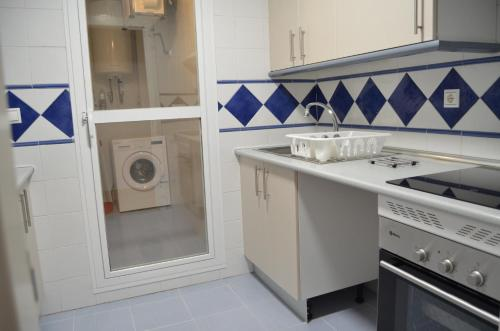 Una cocina o zona de cocina en Apartamentos Benidorm ( Recommended for Families)