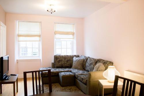 Bright 1 Bedroom Meadows Home