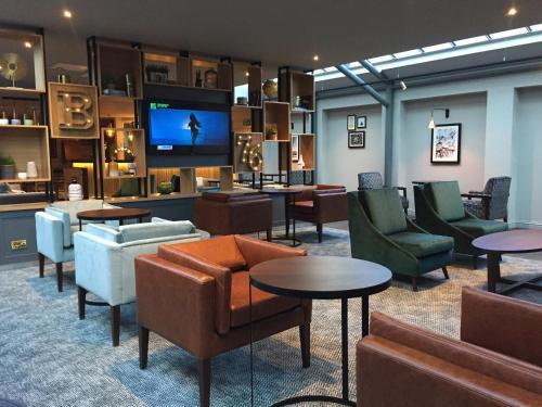 The lounge or bar area at Lea Marston Hotel