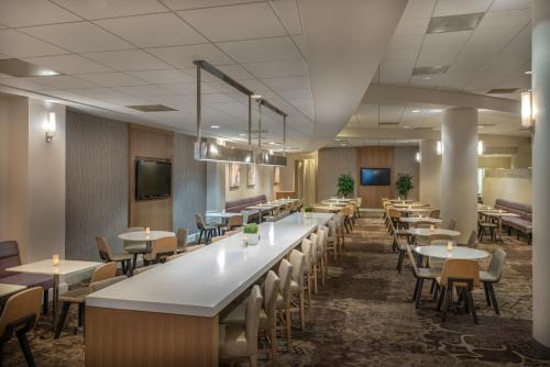 A restaurant or other place to eat at Residence Inn Washington DC/Capitol