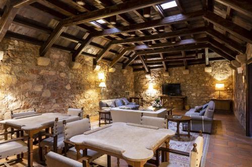 The lounge or bar area at Parador de Siguenza