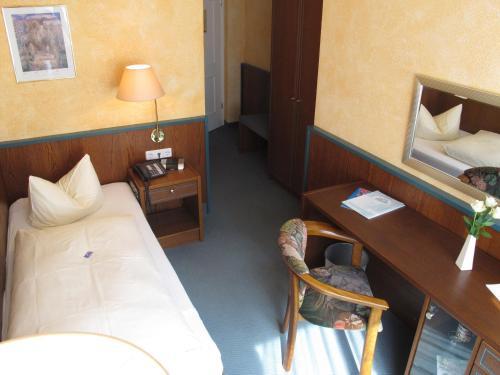 Ein Bett oder Betten in einem Zimmer der Unterkunft Hotel Reifenstein