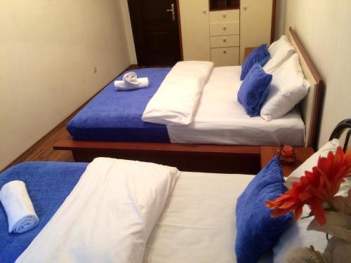 Cama ou camas em um quarto em 28 Center Apartment