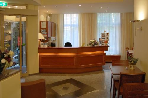 The lobby or reception area at Prinsenhotel