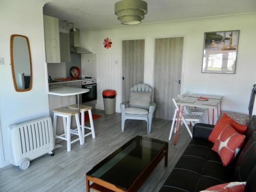 98 Hemsby Beach holiday lets, bespoke seaside chalet