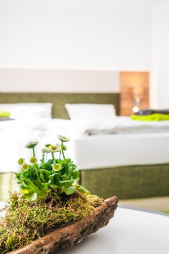 A bed or beds in a room at Hotel-Pension Treppengasse Nr 5 bis 6