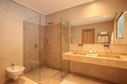 A bathroom at Palais d'hôtes Darsor