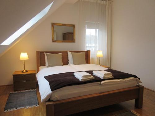 Ein Bett oder Betten in einem Zimmer der Unterkunft Home Apartments