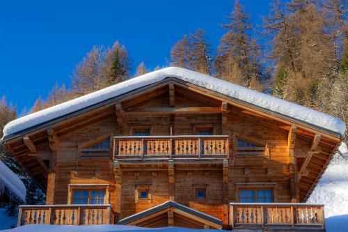 Madame Vacances - Les Chalets De Crête Côte Village during the winter