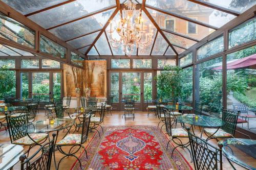 Un restaurante o sitio para comer en Hotel Villa San Pio