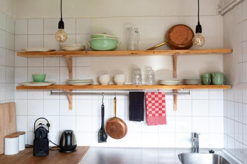 A kitchen or kitchenette at Hotel Pastis
