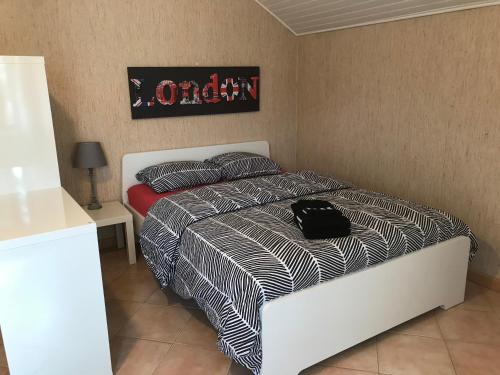 A bed or beds in a room at Antonio's Place I