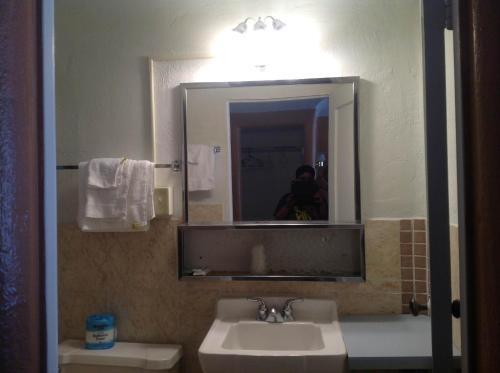 A bathroom at Budget Inn Motel Chemult