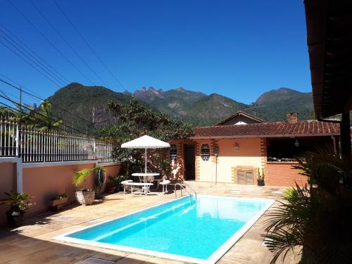 The swimming pool at or close to Suíte com vista da Serra