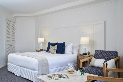 A bed or beds in a room at Anchorage Port Stephens