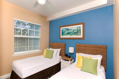 A bed or beds in a room at Islander Resort Bayside