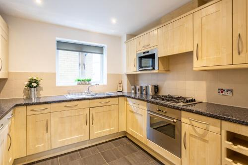 A kitchen or kitchenette at The St Mary Suite