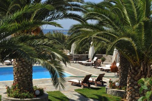 Utsikt över poolen vid Eri Hotel eller i närheten