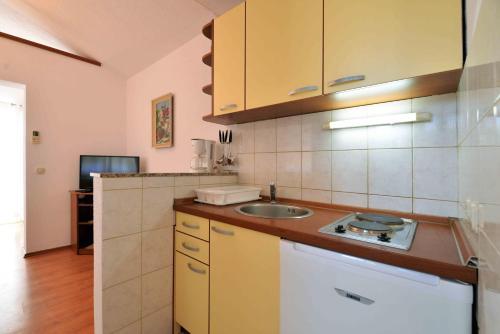 A kitchen or kitchenette at Apartments Jagoda