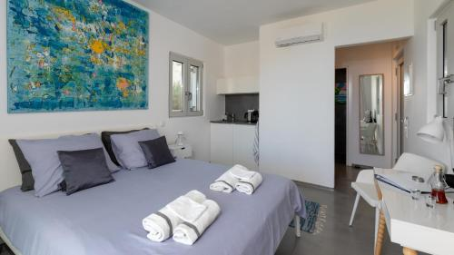 A bed or beds in a room at Galini Breeze