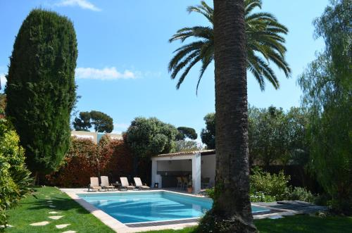 The swimming pool at or close to Villas Les Roses