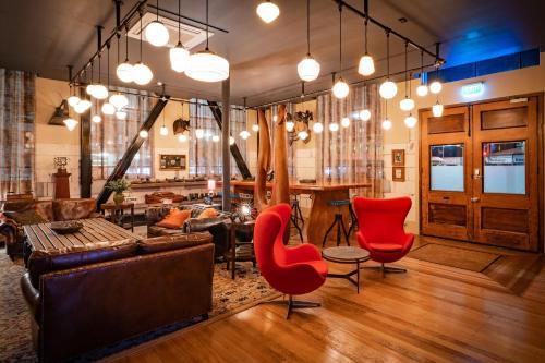 The lounge or bar area at Poshtel