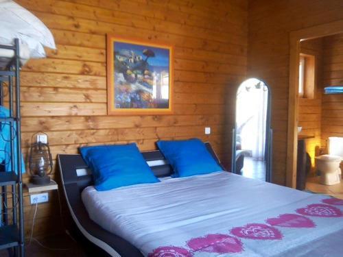 A bed or beds in a room at Les Hauts du Clos