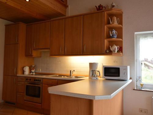 Küche/Küchenzeile in der Unterkunft Cozy Holiday Home with Garden in Gees