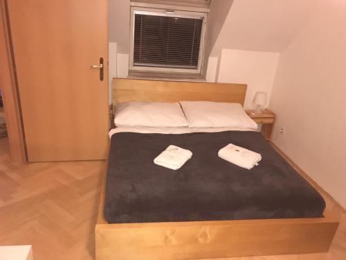 Een bed of bedden in een kamer bij Apartment 5