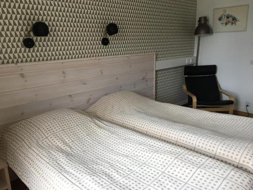 Säng eller sängar i ett rum på Hotelli Pellonhovi