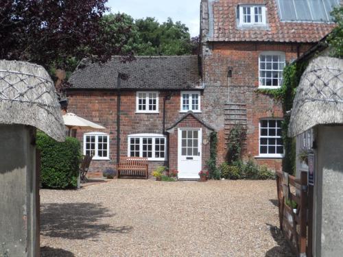 Stunning 3 bedroom cottage, all ensuite, near Stonehenge, Salisbury, Avebury and Bath