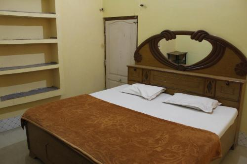A bed or beds in a room at Best B&B in Orchha