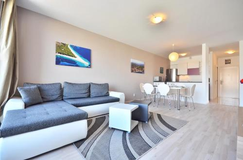 A seating area at Bretia Apartments