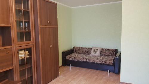 A seating area at Зелёная квартира метро Силикатная 5 мин