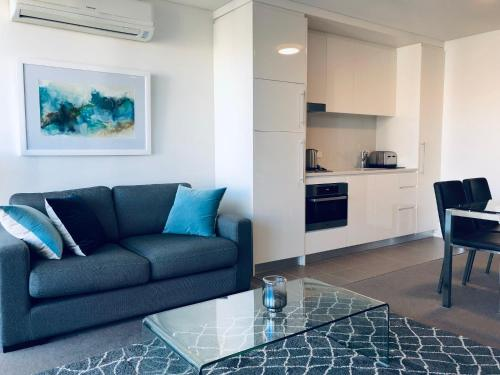 A seating area at Wyndel Apartments Neutral Bay - The Mint